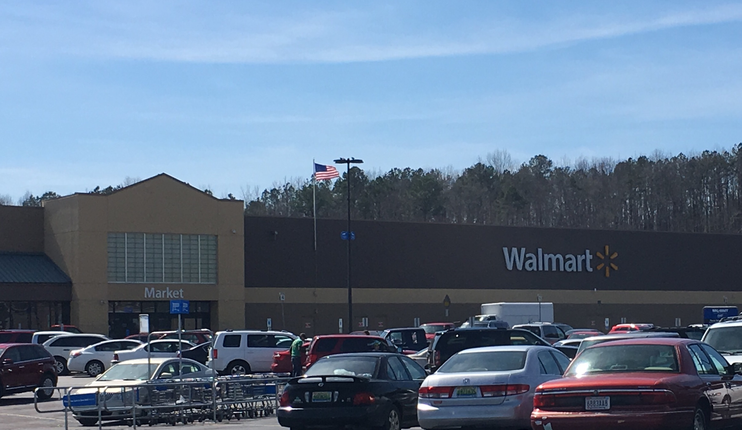 Wal-Mart announces employee pay raise on March 10 paycheck