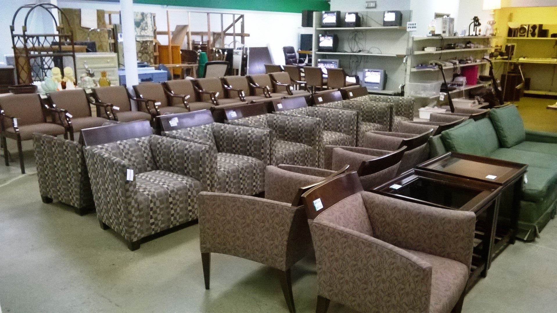 Merveilleux In Addition To Being The Store Owner, Fortenberryu0027s Father Handles The  Restoration Of All The Furniture That They Receive. Fortenberry Refurbishes  All Of ...
