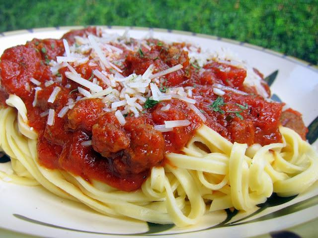 Pesto Meat Sauce {Slow Cooker}