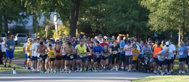 Hundreds turn out for Maple Leaf Run