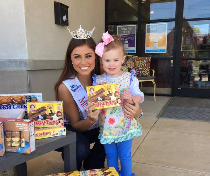 Miss Trussville, Cassidy Jacks, provides food for local homeless