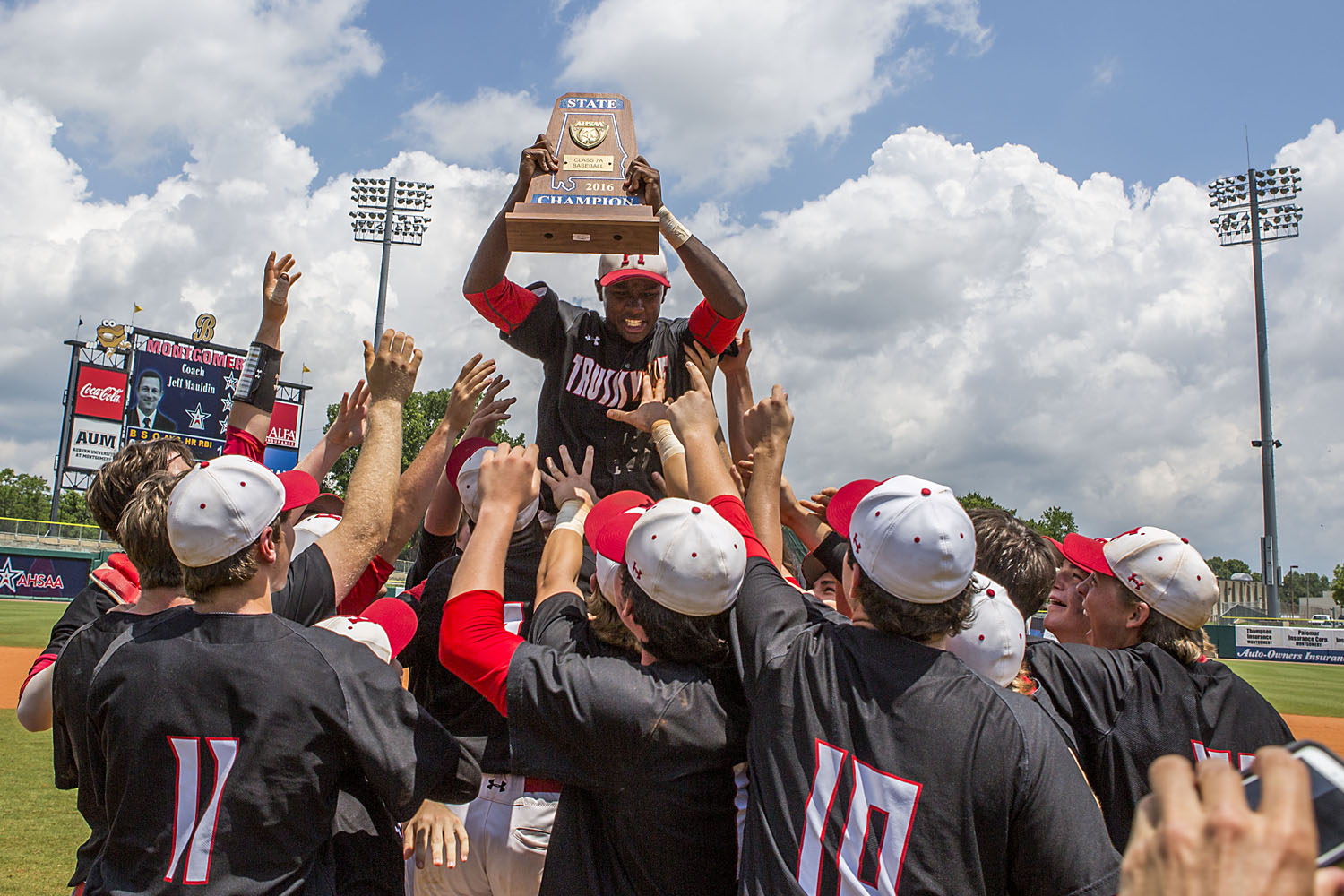 Monday parade to honor Trussville baseball, wrestling and track teams