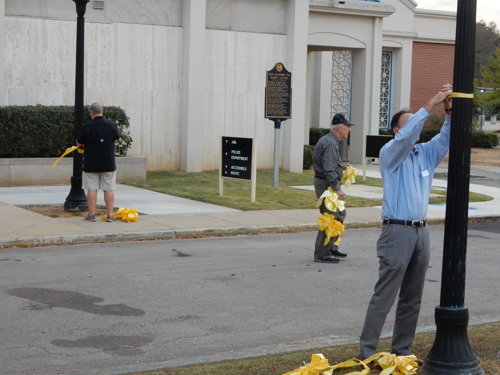 Trussville Rotary decorates City Hall for Veteran's Day