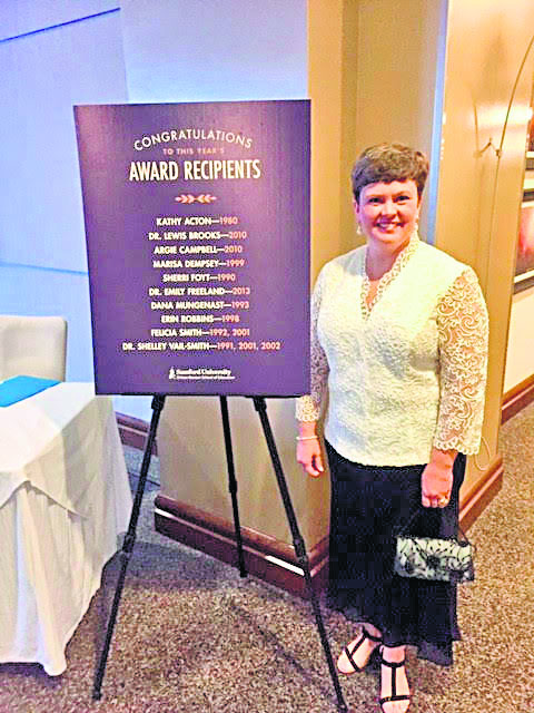Cahaba Elementary teacher awarded as an Alumni of the Year at Samford