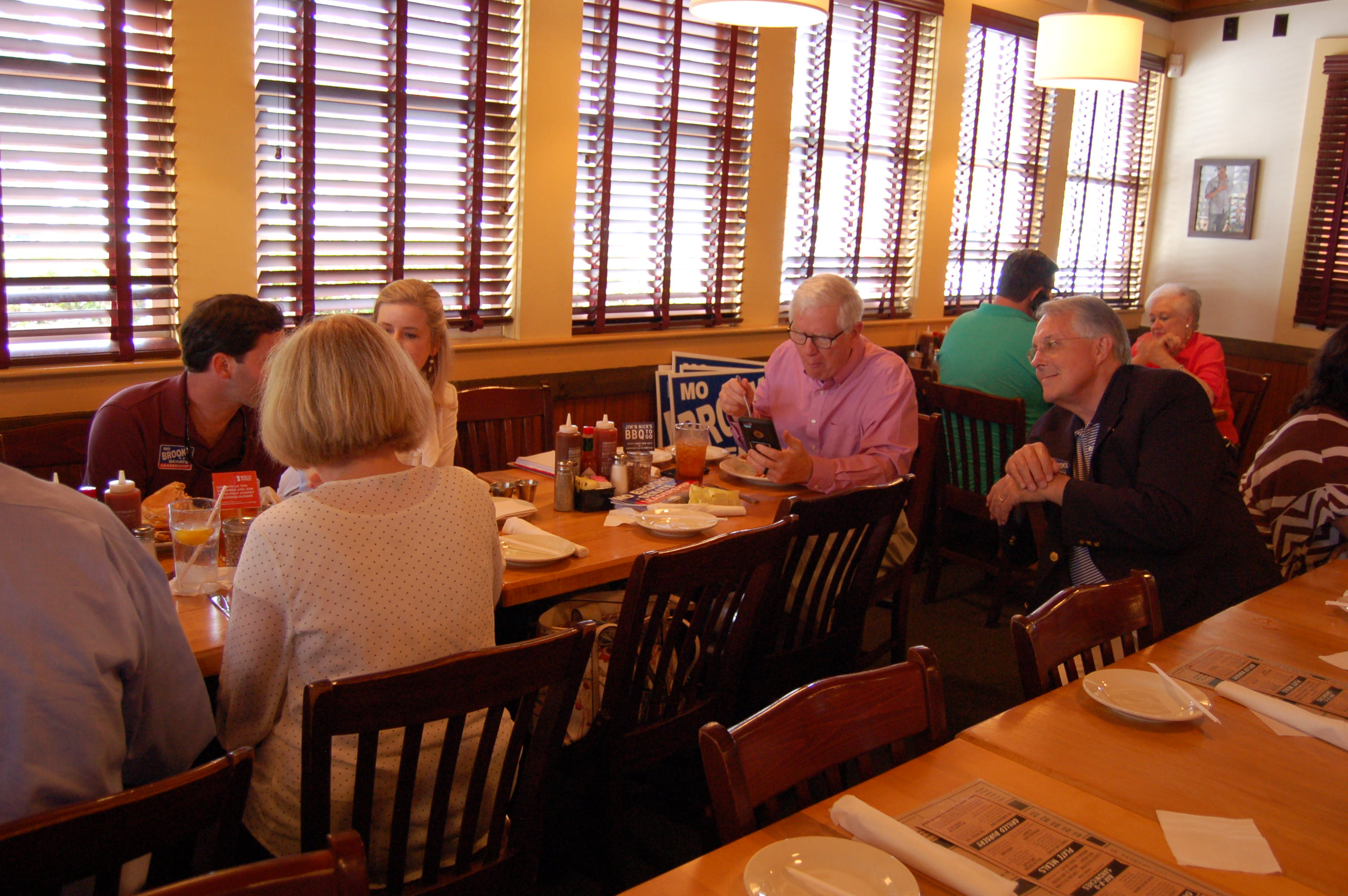 Congressman Mo Brooks has lunch with Trussville citizens while on tour