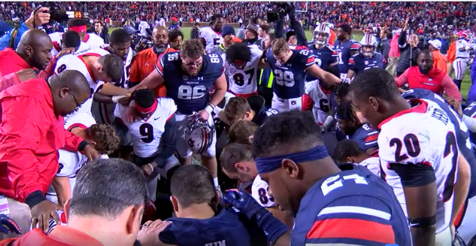 VIDEO: Former Hewitt-Trussville player leads Auburn, Georgia players in post game prayer