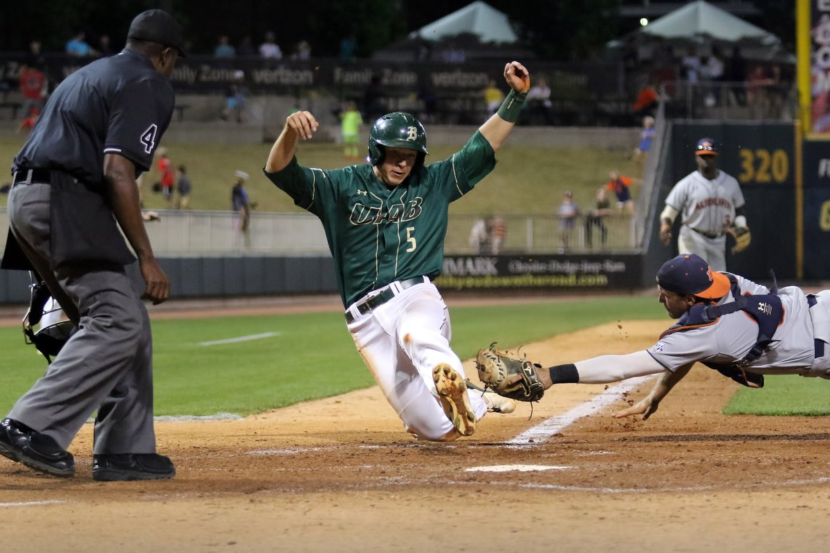 Former Huskies and Cougars help lead UAB to win over Alabama
