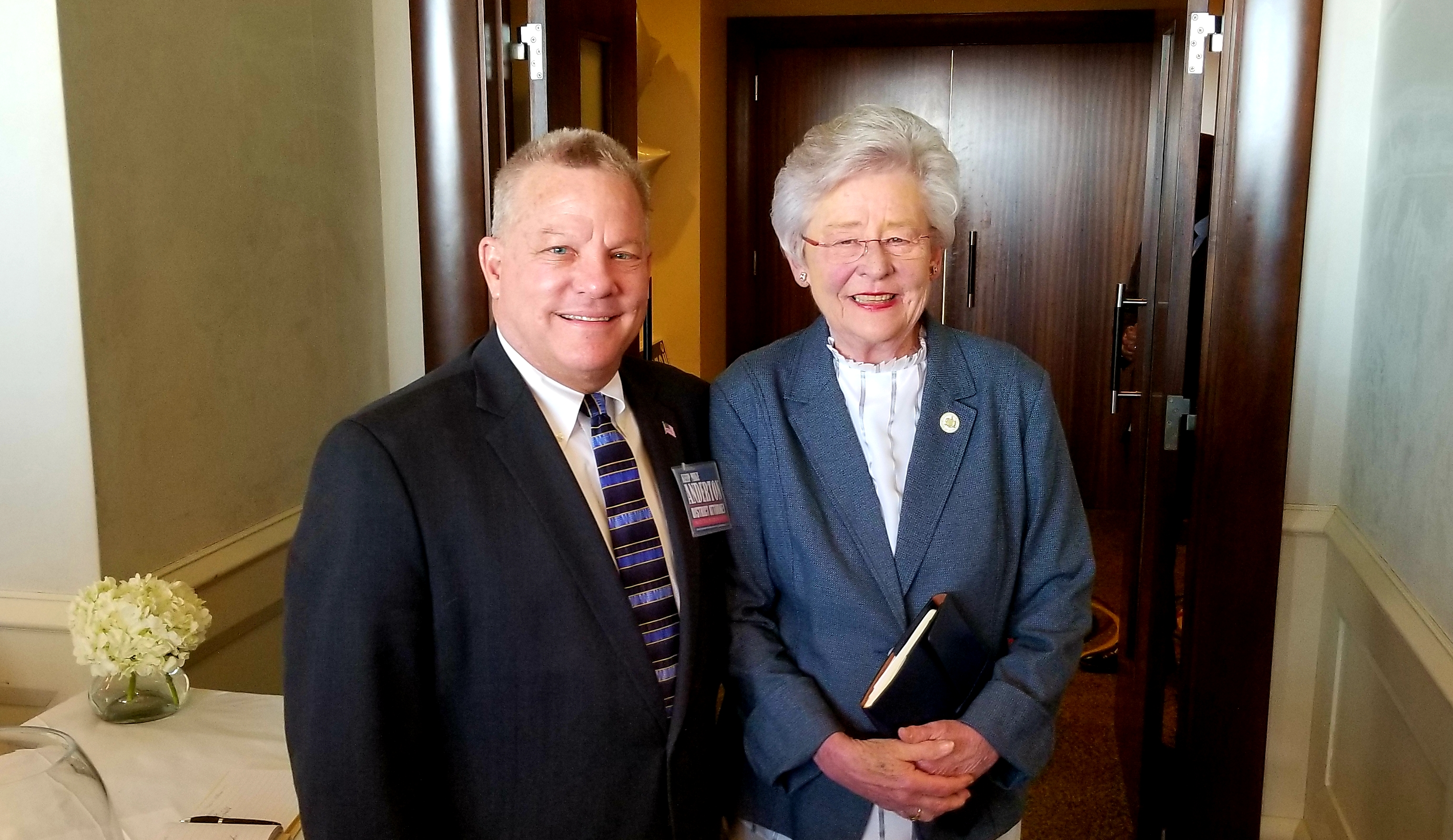 Governor Ivey makes guest appearance at Anderton fundraiser