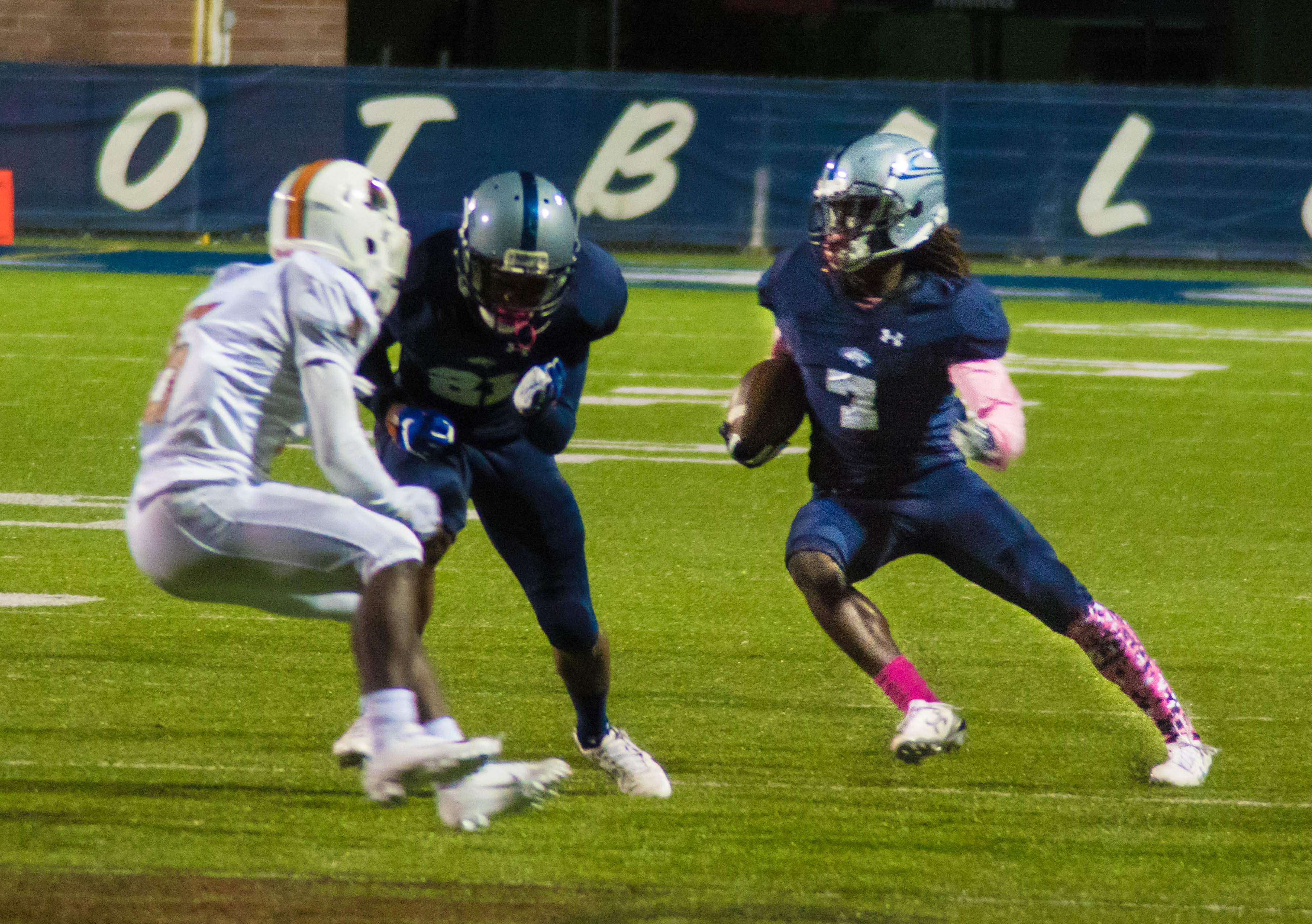 Clay-Chalkville handles business against Huffman, wins 49-14 over the Vikings