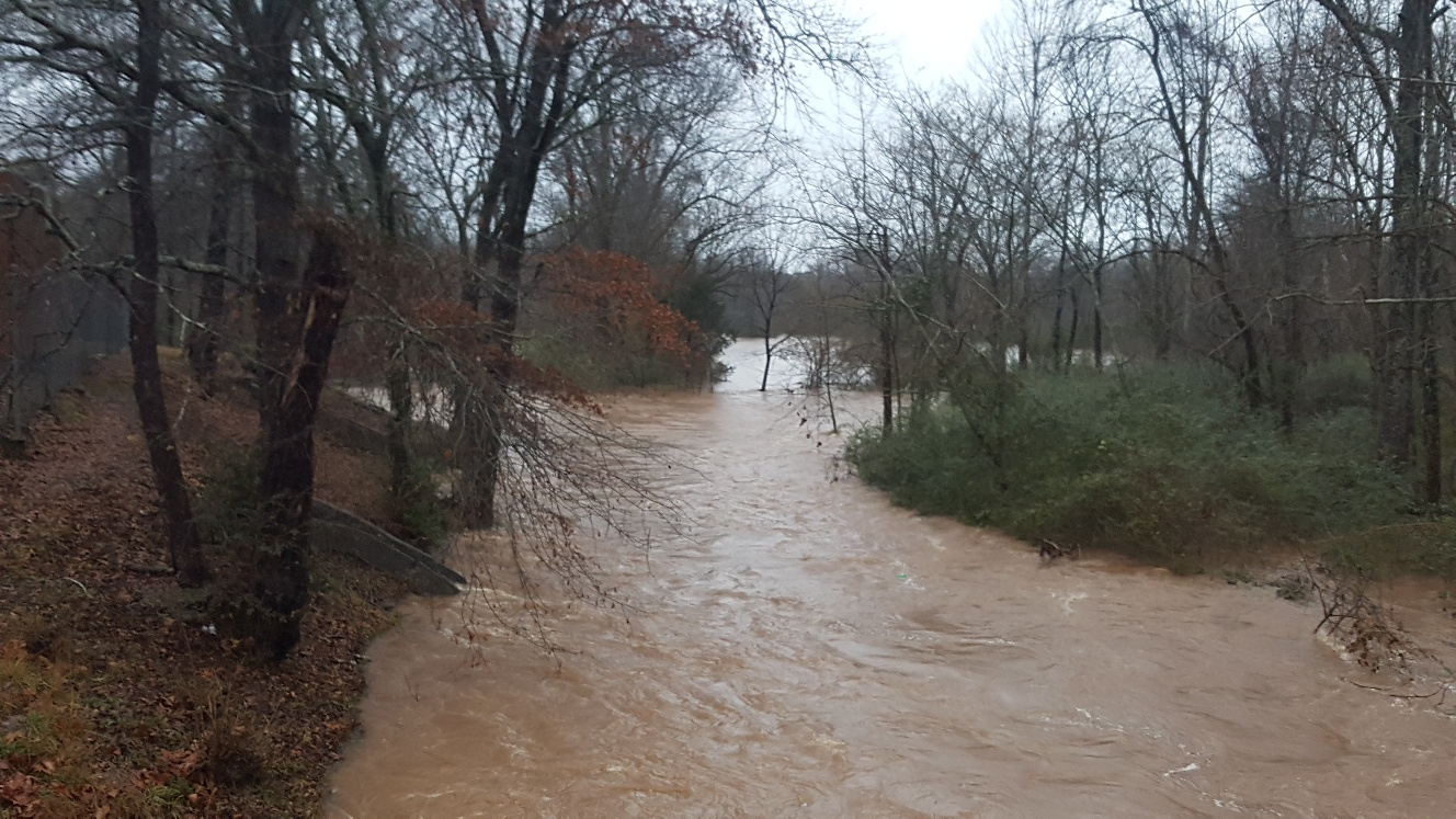 4 people rescued after being stranded on Cahaba River