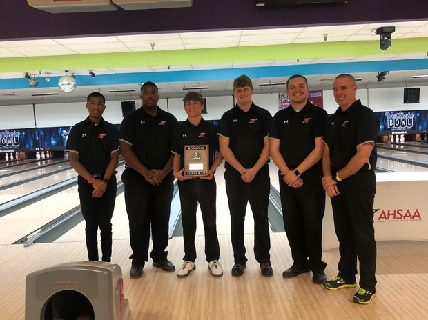 Huskies' bowling headed to state championships
