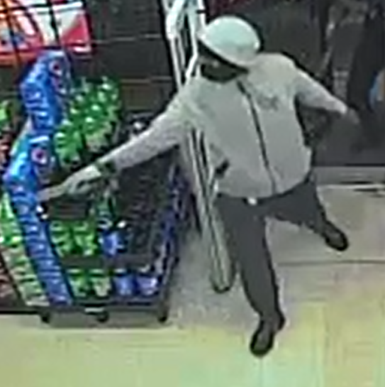 VIDEO: Suspects with swords back down after clerk pulls out gun