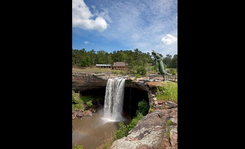 19-year-old dead after fall near Noccalula Falls