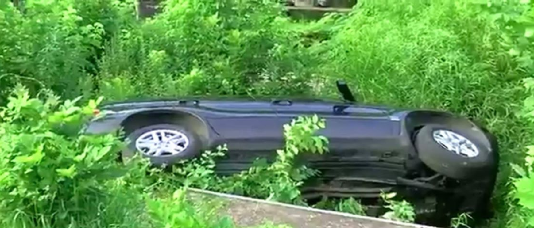 Center Point Fire responds to car in pool off Old Springville Road