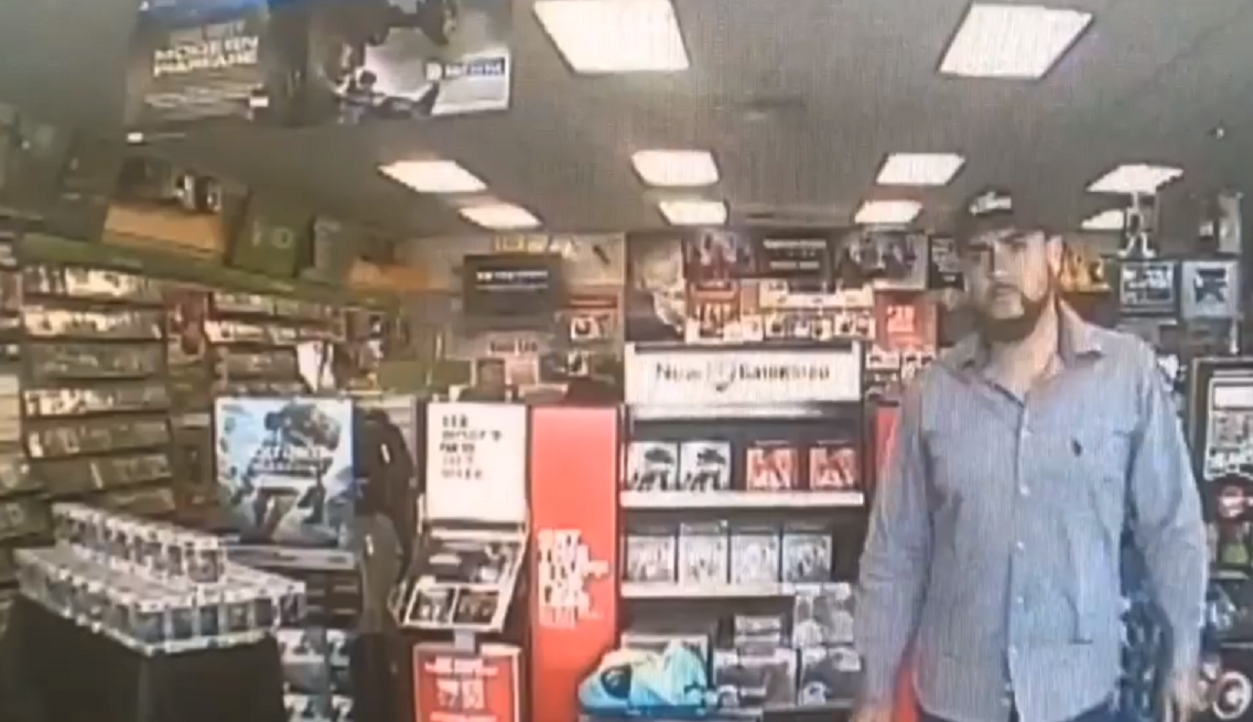 VIDEO: Man wanted by Hoover Police in credit card case
