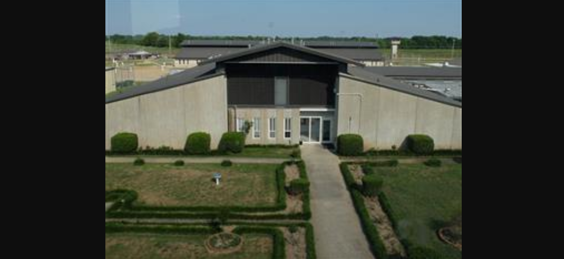 Task force tours prison as inmate advocates seek voice