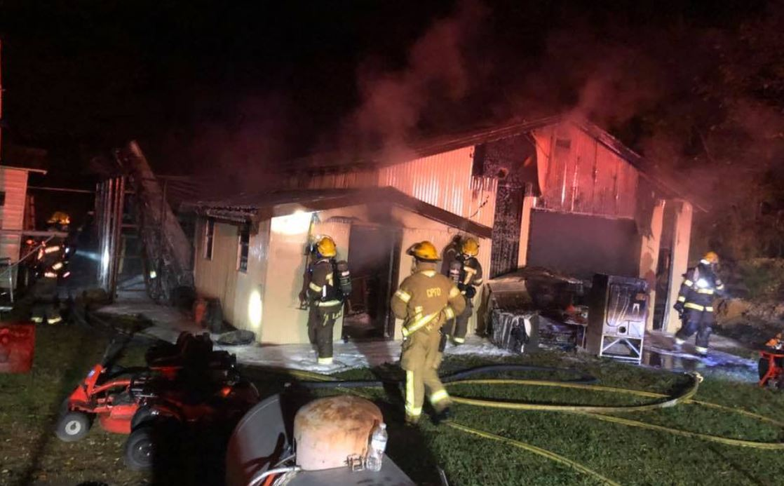 Firefighters respond to barn fire in Pinson