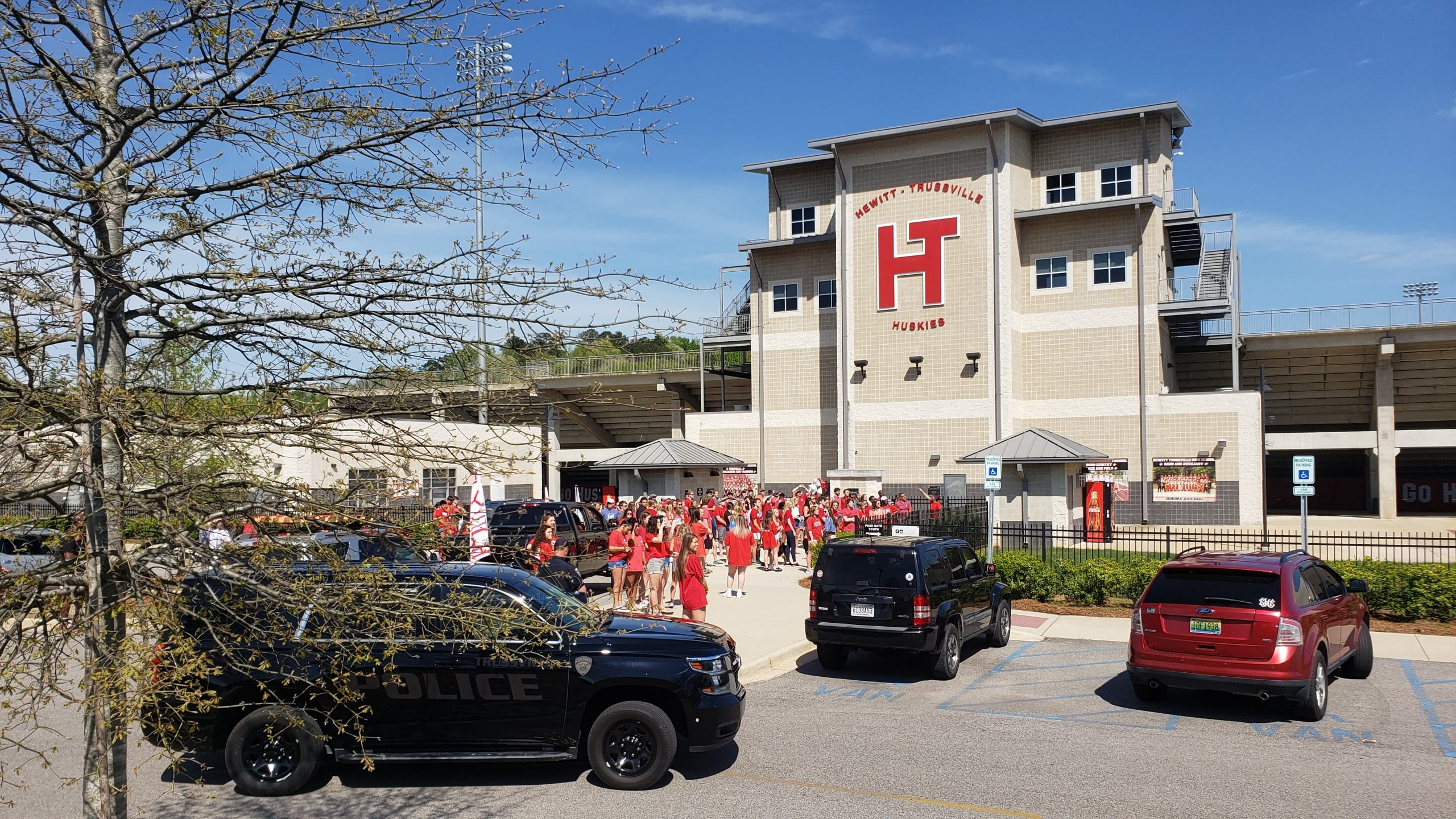 VIDEO: Hewitt-Trussville students gather for balloon release in honor of murdered classmate