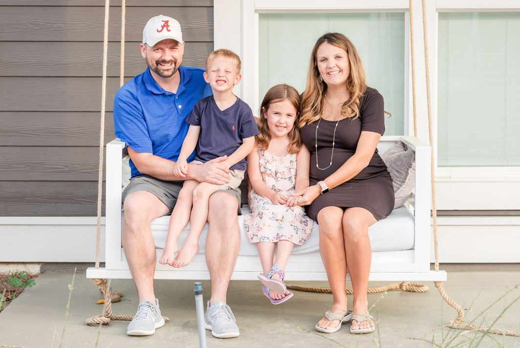 Trussville couple uses photography to bring smiles to neighbors with 'The Front Porch Project'