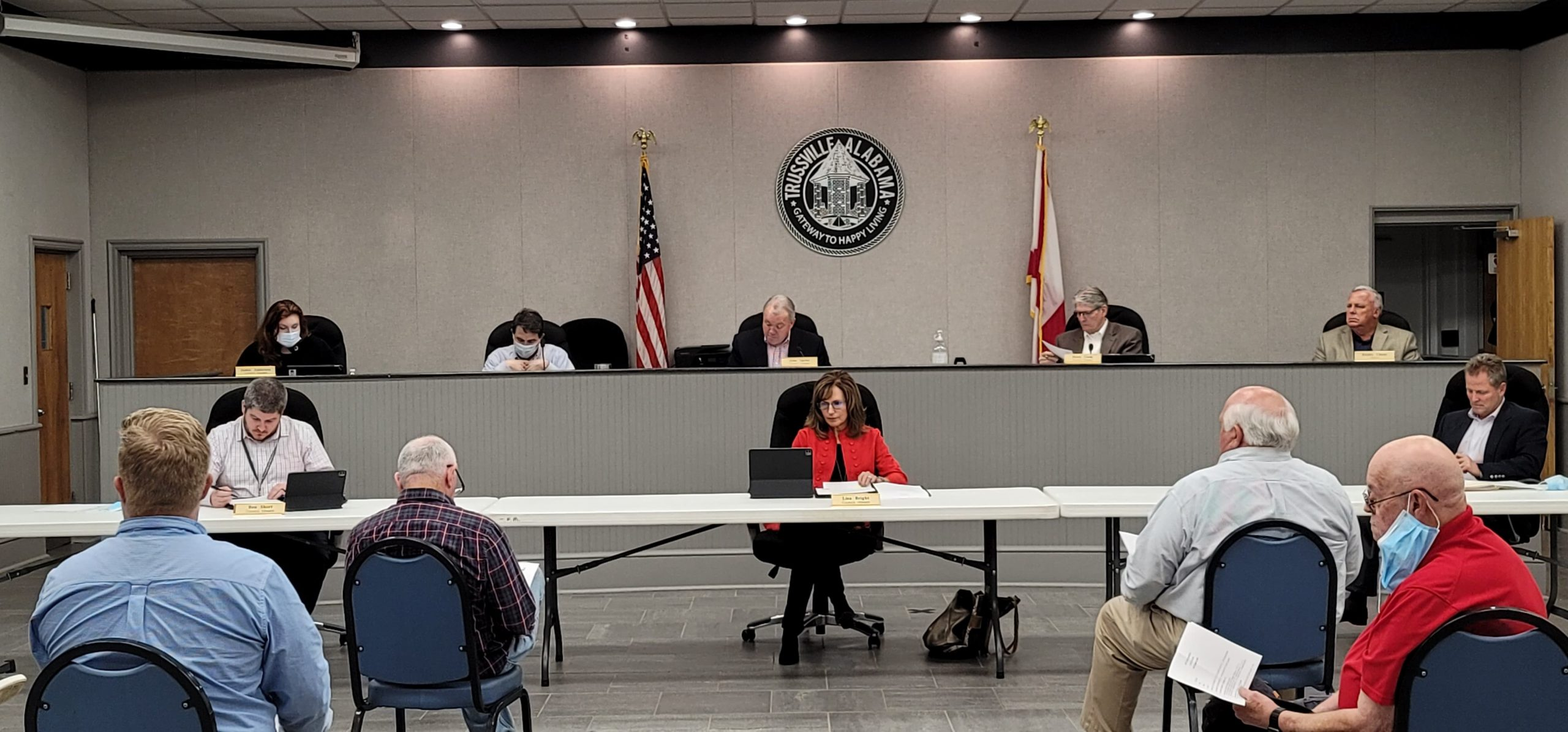 Trussville Council hears from citizens on proposed gas station, approves alcohol sales for Cracker Barrel
