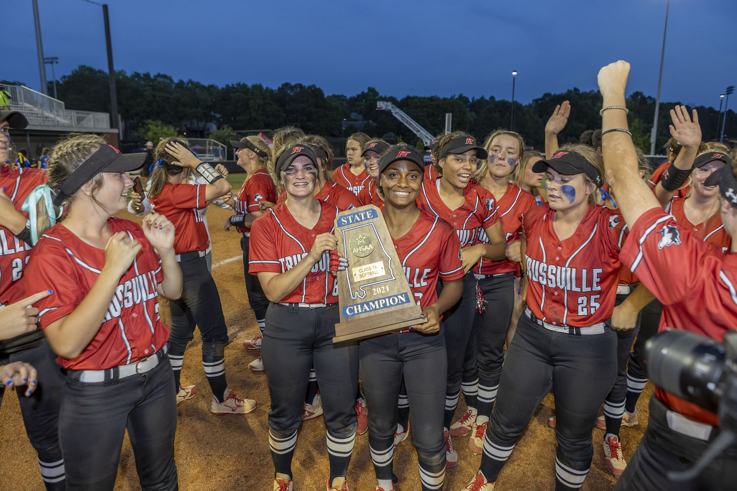 'A team effort': Hewitt athletics caps off record-breaking school year with 6 maps