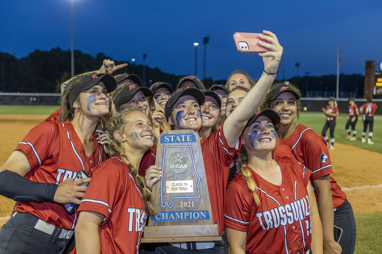 SOFTBALL: Photos from Hewitt-Trussville's state championship celebration