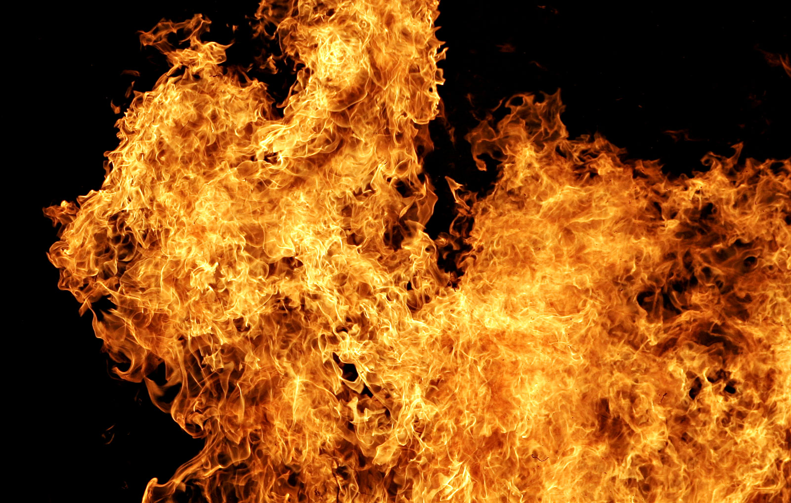 BREAKING: 4 displaced after house fire in Clay