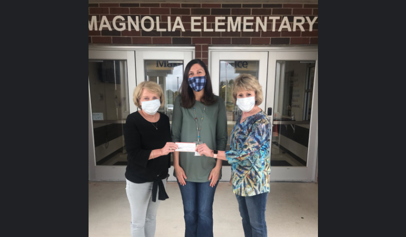Trussville Literary Club donates to Magnolia Elementary library
