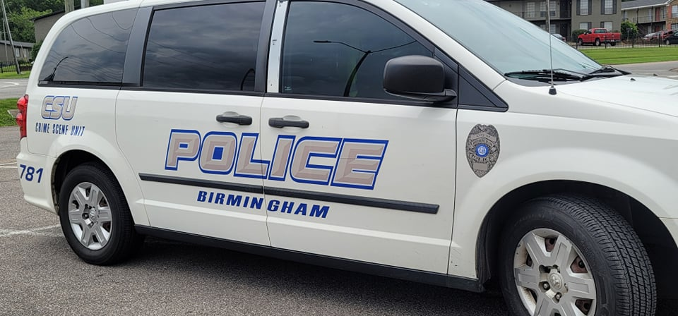 Birmingham PD investigating shooting death of man at convenience store