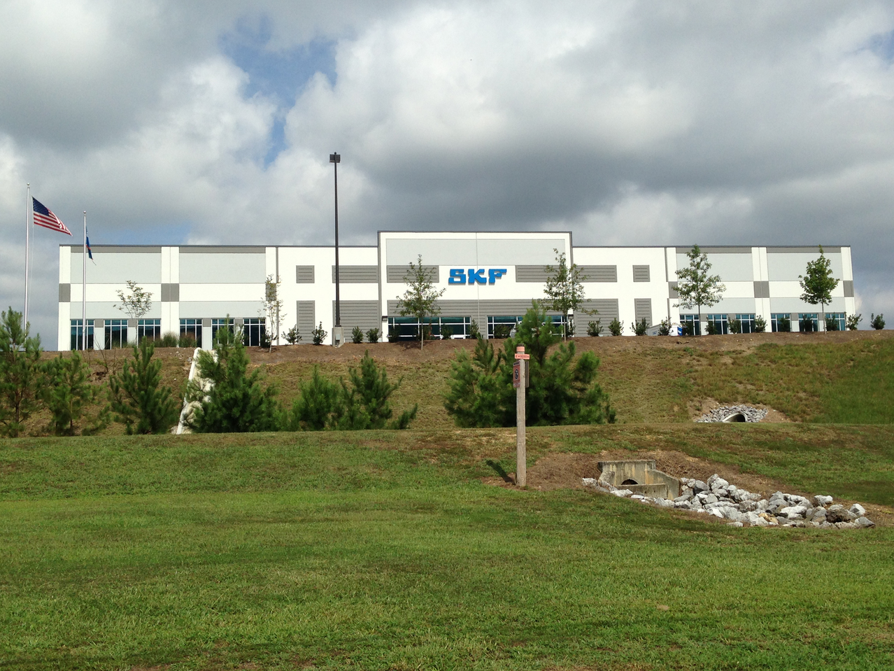 From electric motors to paper mill applications, SKF bearings help keep the world running smoothly